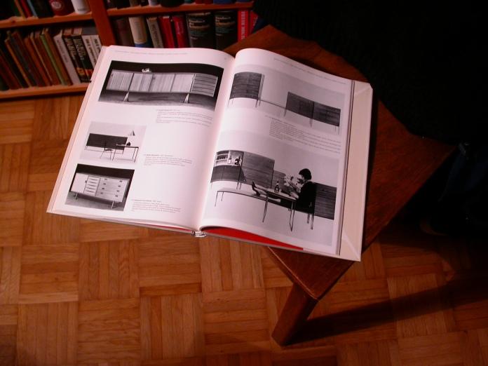 HATJEs neue möbel, aufgeschlagen, furniture designed by HIRCHE on the right